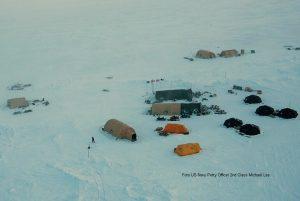 Submarinos emergem no Ártico 25