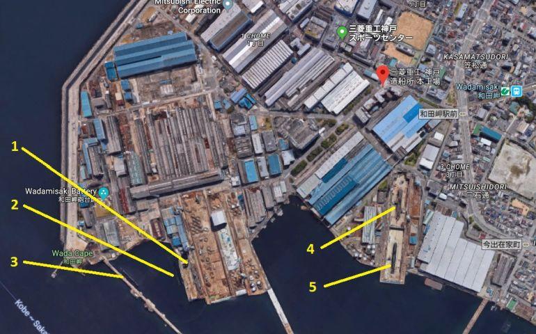 Imagem do estaleiro MHI em Kobe, onde são visíveis cinco submarinos em diversas fases de construção (foto Google)