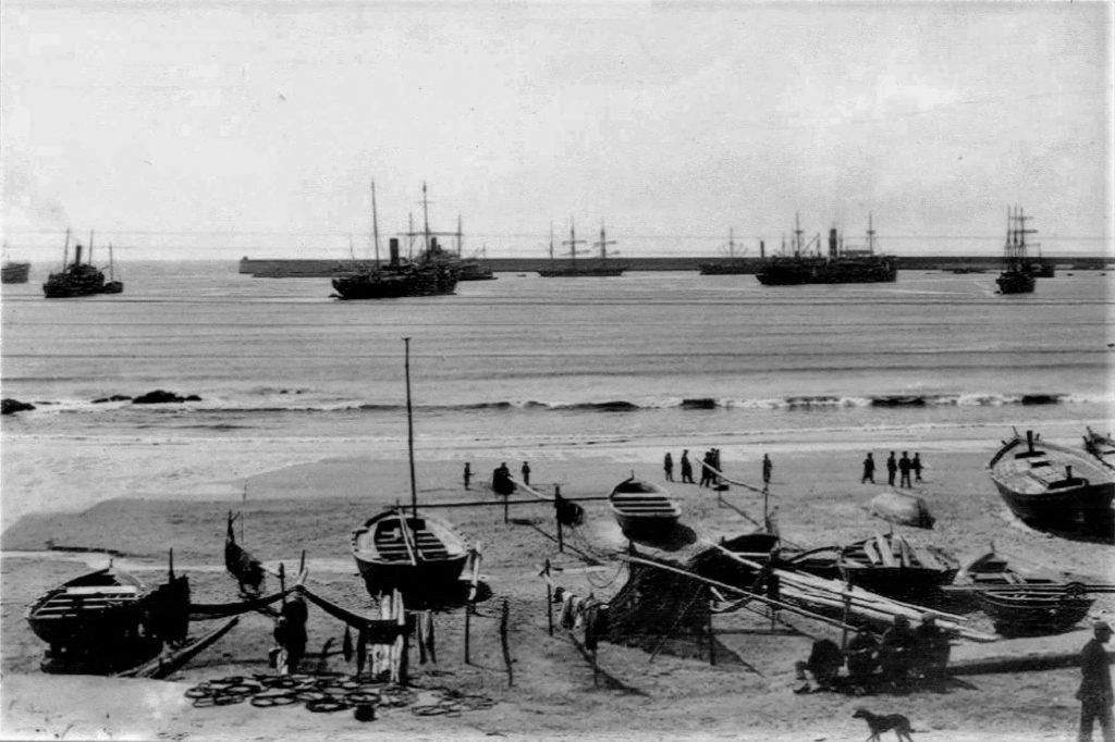 O porto de Leixões numa fotografia da época (imagem retirada do blog Navios e Navegadores)