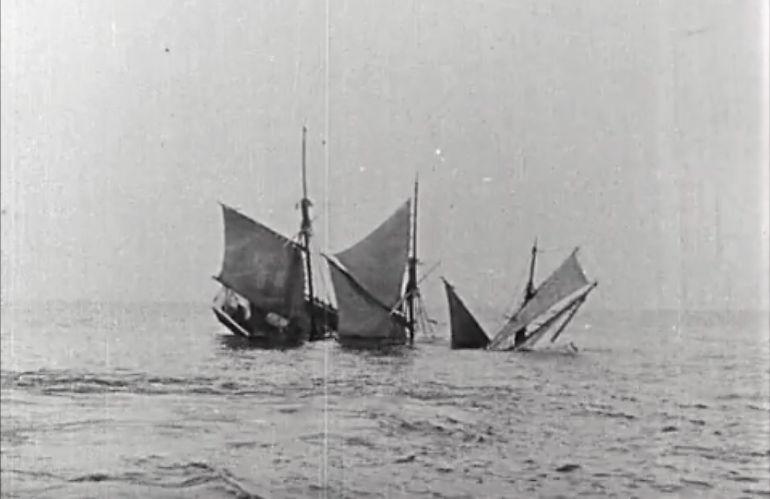 Uma escuna afunda-se em durante a Grande Guerra