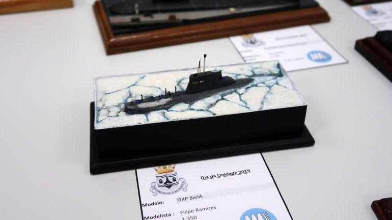 Um interessante modelo do submarino polaco ORP Bielik, numa situação pouco comum, do modelista Filipe Ramires