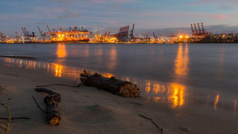 O porto de Hamburgo foto de Karsten Bergmann