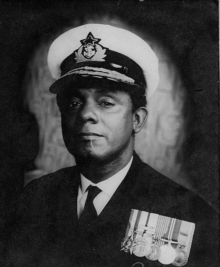 O calm D. A. Hanen, o primeiro CEMA ganês (foto Marinha do Gana)