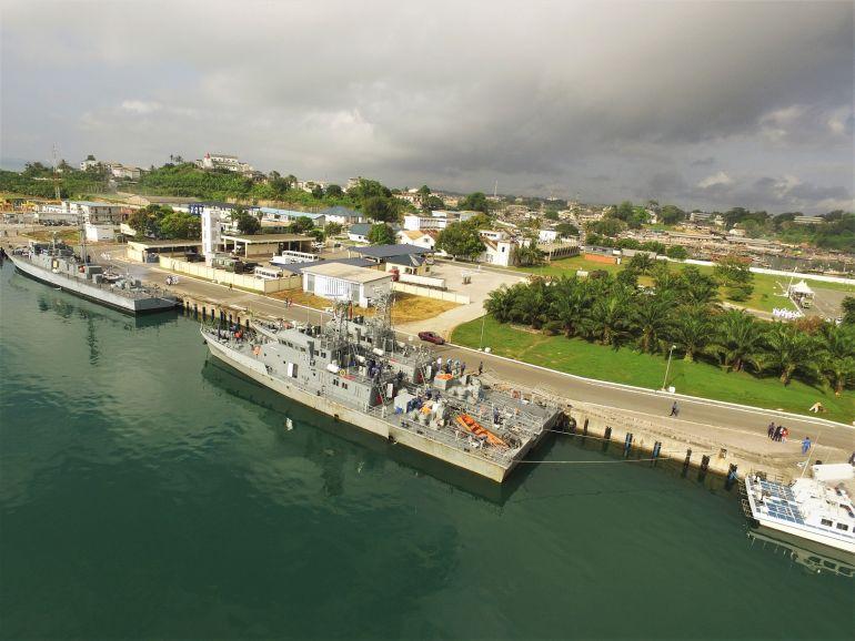 Os navios patrulha de origem chinesa, P34 GNS BLIKA e P35 GNS GARINGA (foto Marinha do Gana)