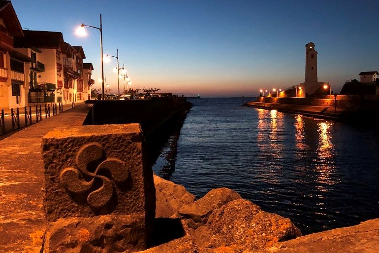 O farol de Saint-Jean ao cair da noite (foto de Miguel Machado)