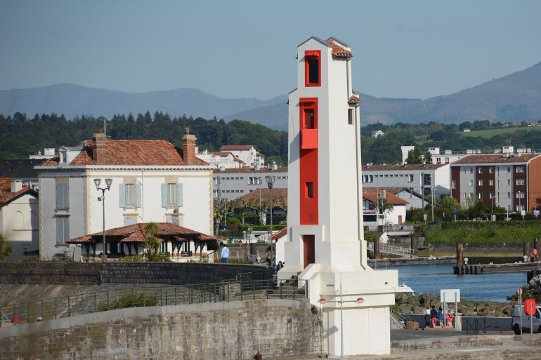 O farol de Saint-Jean-de-Luz, visto de jusante (foto de Miguel Machado)