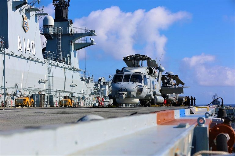 Helicóptero de luta anti-submarina SH-16 do 1º Esquadrão de Helicópteros Anti-Submarino (HS-1) no convoo do PHM ATLÂNTICO (foto Marinha do Brasil)