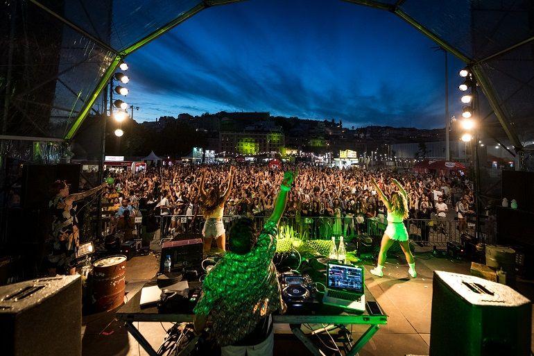O evento estendeu-se noite dentro com música e artistas portuguese bem conhecidos do grande público. (foto Ricardo Pinto, Regata de Portugal)