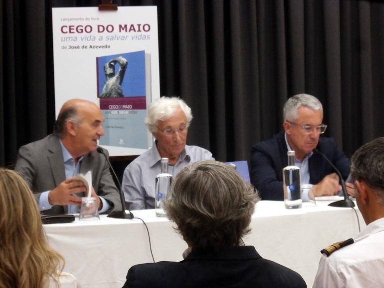 Cerimónia de apresentação do livro - à esq. Dr. Luís Diamantino, vereador da cultura da Câmara Municipal da Póvoa de Varzim, ao centro o autor José Azevedo e à direita o presidente da câmara, Engº Aires Pereira.