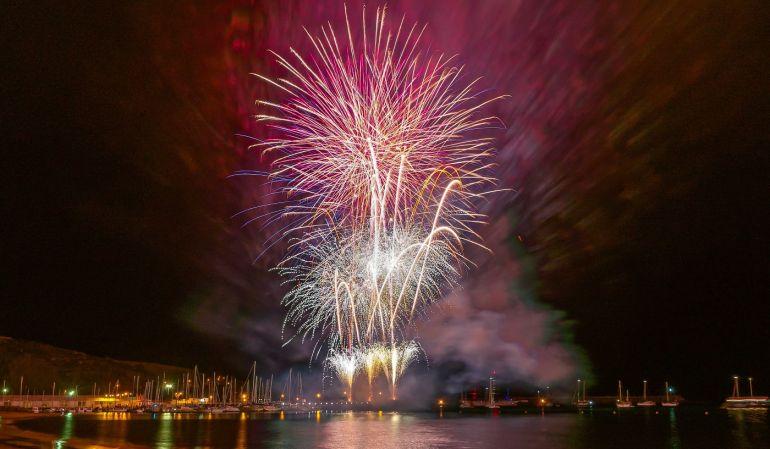o fogo de artifício oferecido à população da Praia da Vitória em honra do 4th of July (foto Isidro Vieira)