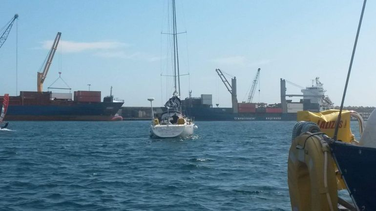 O AÇOR à saída do porto de Ponta Delgada (foto da autora)