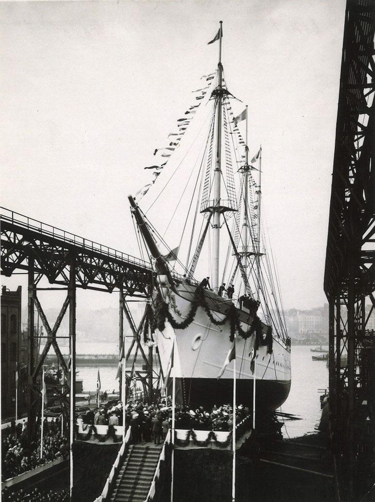 Cerimónia de lançamento do navio à água em 22 de setembro de 1938 nos Estaleiros da Blohm & Voss, em Hamburgo (foto gentilmente cedida pelo NS MIRCEA).