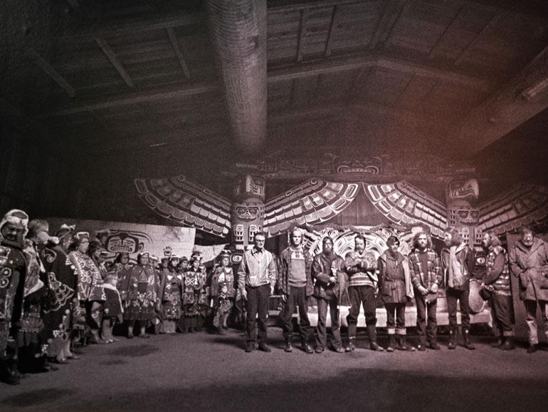 Em 1971, durante a viagem a Amchitka, o navio PHYLLIS CORMACK fundeou em Alert Bay, onde o povo Namsis e outros representantes das nações Kwakwaka'wakw os honraram com uma cerimónia especial. Aqui receberam o símbolo sagrado Sisiutl, que hoje segue protegendo o GREENPEACE.