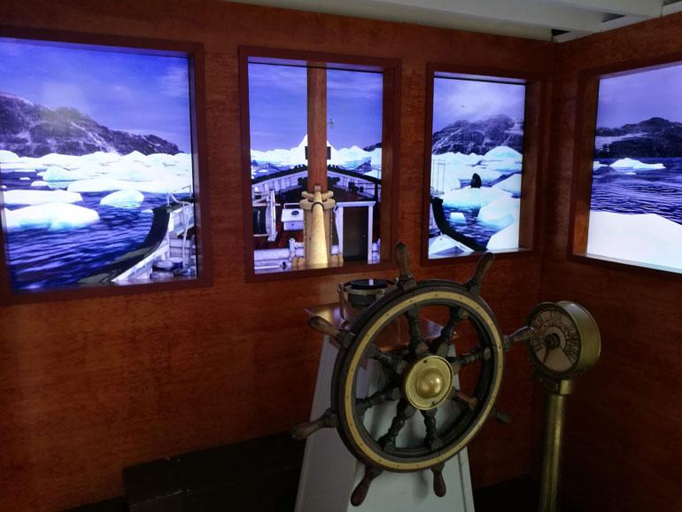 Um simulador da ponte do ST. ROCH permite experimentar o governo do navio por entre os gelos da Passagem do Noroeste.