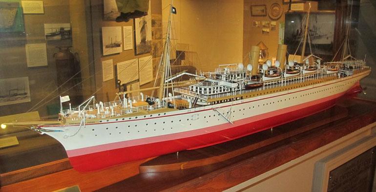 Modelo do navio de passageiros EMPRESS OF JAPAN (1890) (foto de Costum_Cab, flickr)