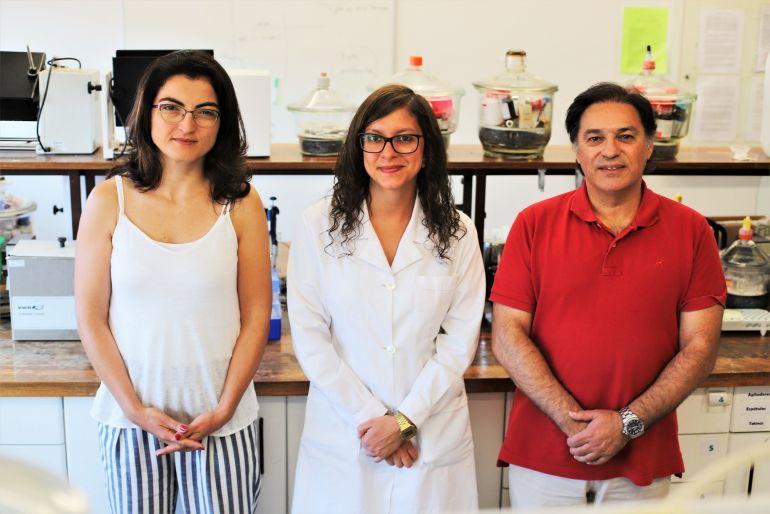 A equipa de investigadores, Ana Luísa Daniel da Silva, Sofia Soares e Tito Trindade. (foto Universidade Aveiro)