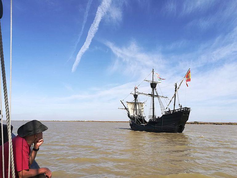 na companhia da nau Victoria a subir o rio Guadalquivir rumo a Sevilha