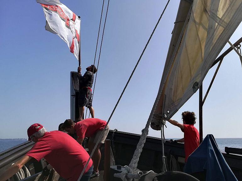 O hastear da bandeira da APORVELA