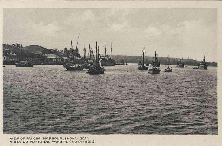 Porto de Pangim, ca 1940 - (Bilhete Postal, Índia Portuguesa, ed. Cristovam Fernandes, via Facebook Revisitar Goa)