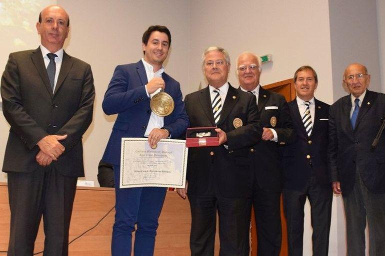 Entre os vários projetos em curso destaca-se o prémio atribuído anualmente ao melhor aluno do curso de mestrado em Pilotagem da Escola Superior Náutica Infante D. Henrique (foto ENIDH).