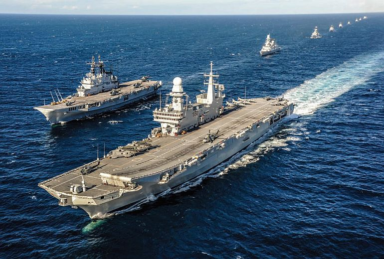 A esquadra italiana, liderada pelos porta-aviões CAVOUR e GARIBALDI. A Europa como potência Mmarítima. (foto Marina Militarae)