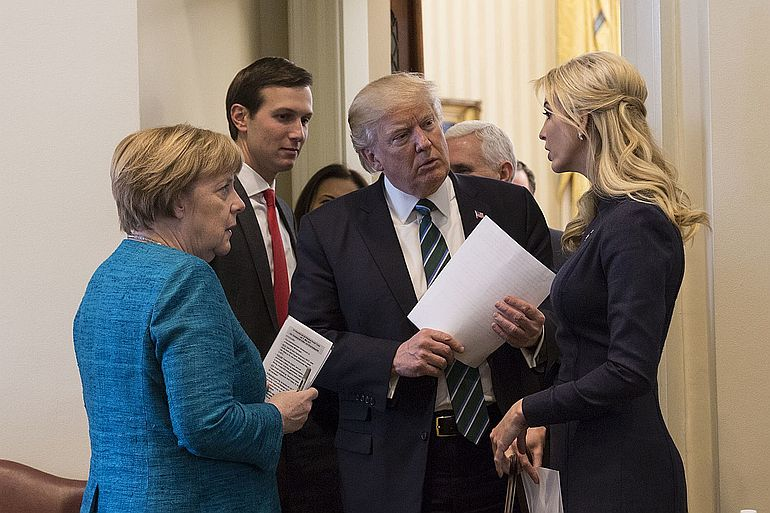 Angela Merkel, Jared_Kushner, Donald_Trump e Ivanka_Trump. Donald Trump surgiu aos olhos do mundo como um catalisador de rupturas sistémicas (foto White House)