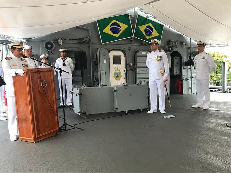 O novo comandante afirmando a sua determinação em cumprir a missão do NE BRASIL. (foto da autora)