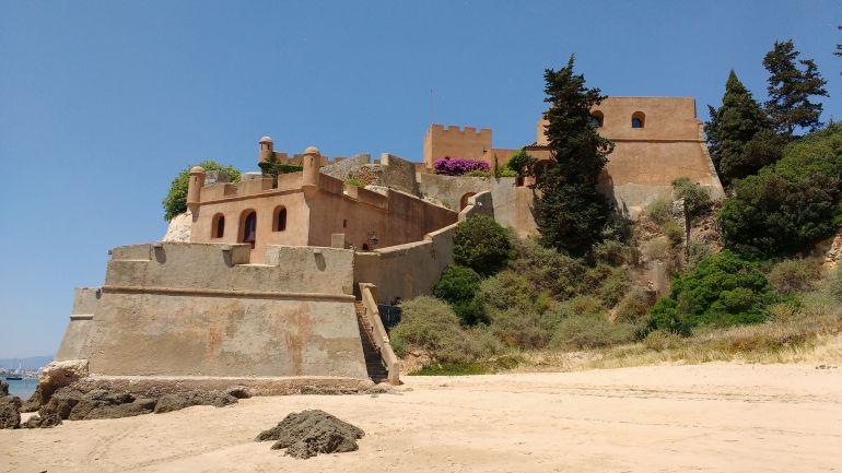 O forte de Ferragudo, hoje importante atração turística na margem esquerda do rio Arade (foto de Cristiano Sequeira via Pixabay)