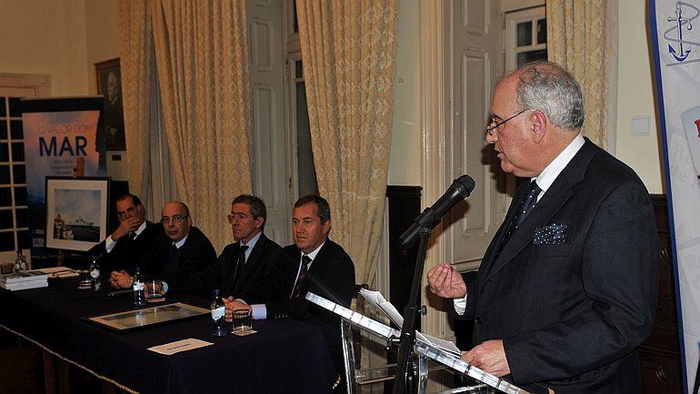 O Professor Doutor António Rebelo de Sousa dando a sua perspectiva sobre a obra. (foto Luís Miguel Correia)