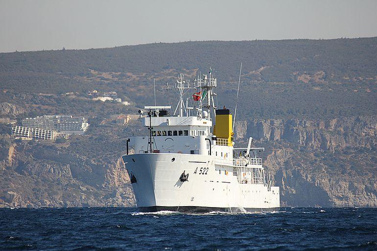 NRP D CARLOS e o seu gémeo NRP GAGO COUTINHO desempenharam um trabalho notável de levantamento de dados científicos no mar português (foto MGP)