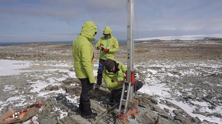 Perfuração no solo de King Sejong Station, Península de Barton, Ilha de Rei Jorge, Antártida, 18 fevereiro 2019, Joana Baptista