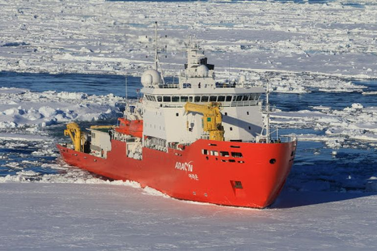 O navio polar Sul-Coreano ARAON, de 2009, do Korea Polar Research Institute, apoia as bases Sul-Coreanas King Sejong e Jang Bogo, na Antártida (foto KOPRI)