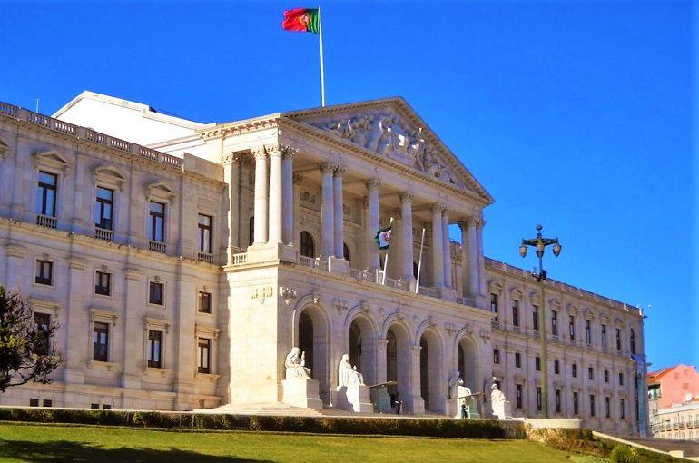 O palácio de S. Bento, antigo convento beneditino, hoje a Casa da Democracia de Portugal
