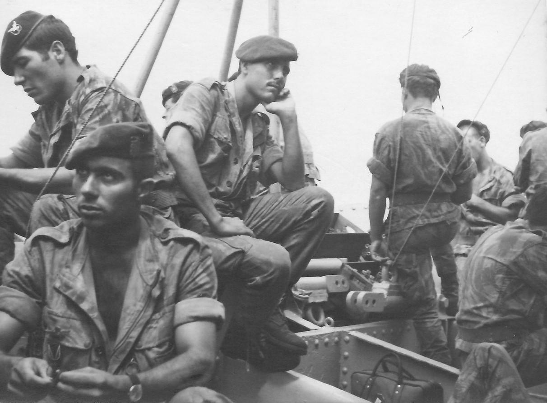 Os homens do capitão paraquedista Moura Calheiros navegaram em condições quase desumanas (imagem do Cor inf paraquedista Moura Calheiros)