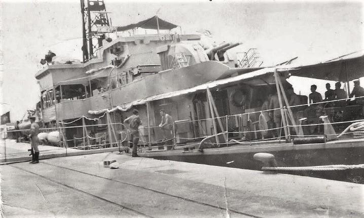 O navio atracado no cais do porto de Nacala (imagem Coronel Para Moura Calheiros)