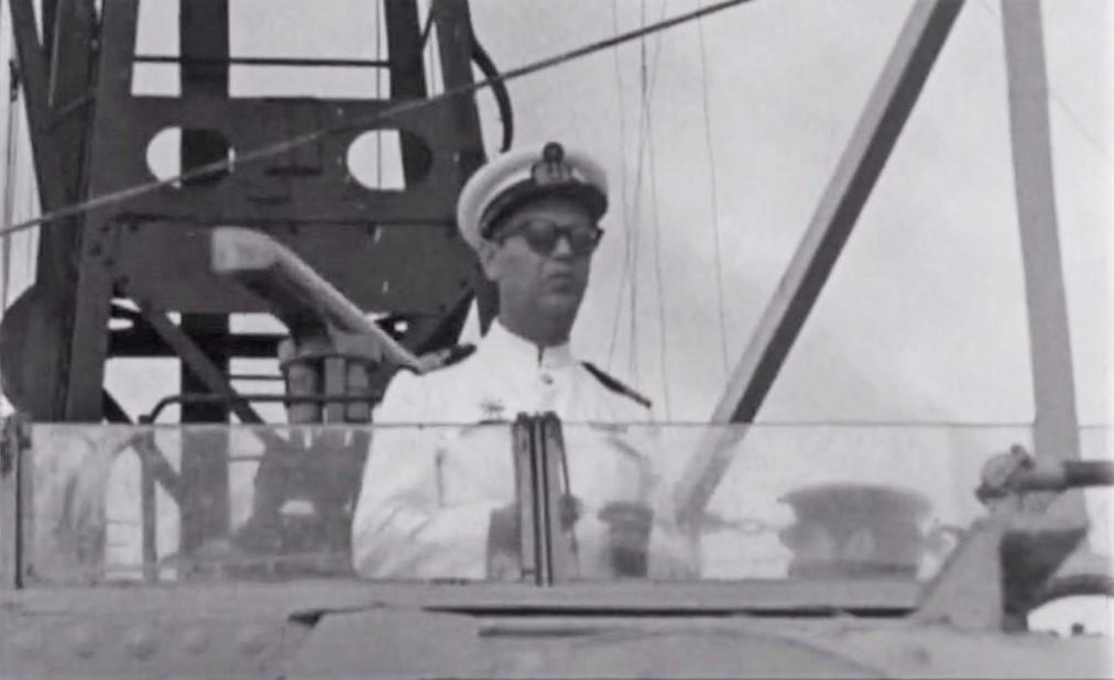 Imagem 4 – O capitão-de-fragata Ferreira Monteiro comandava a ÁLVARES CABRAL (imagem arquivo RTP)
