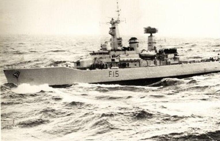 A fragata inglesa da classe LEANDER, HMS EURYALUS (imagem Royal Navy)