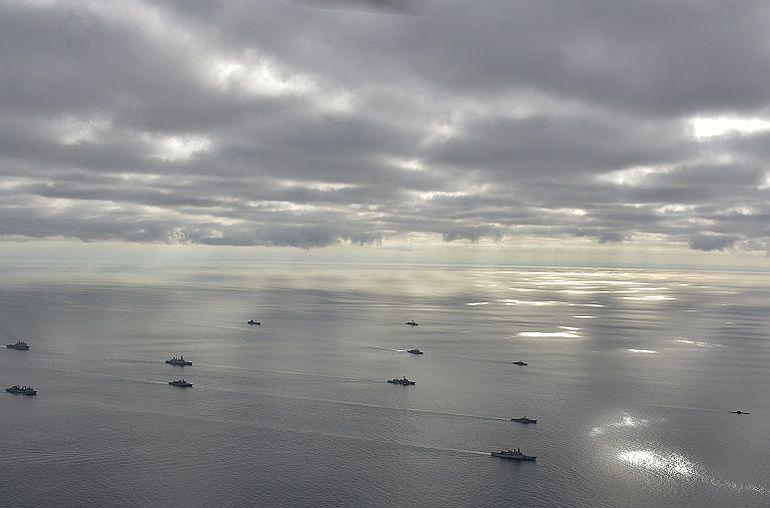 Uma força naval internacional incluindo 7 navios portugueses em exercícios ao largo da costa de Portugal (foto Marinha Portuguesa)