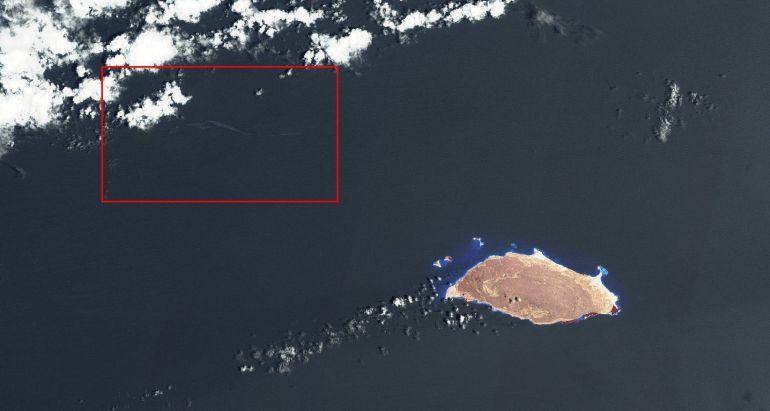 Imagem de satélite mostrando a ilha de Tortuga e a NW a mancha de óleo no local do naufrágio do AB NAIGUATÁ.