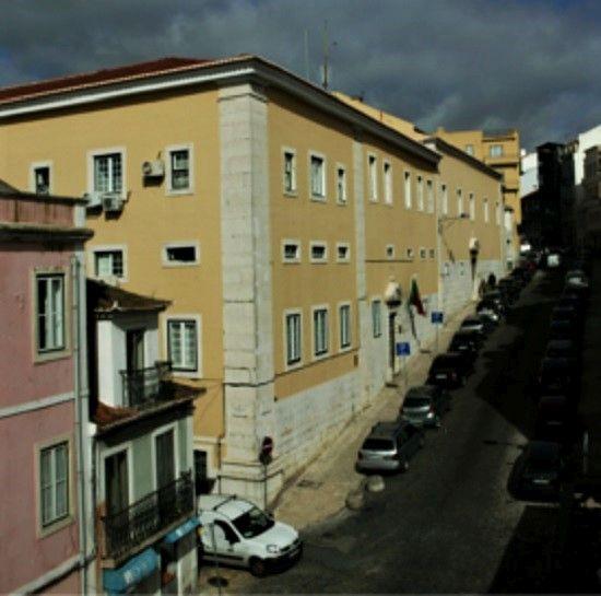 Instituto Hidrográfico, uma importante instituição nacional, instalado no antigo convento das Trinas, em Lisboa.
