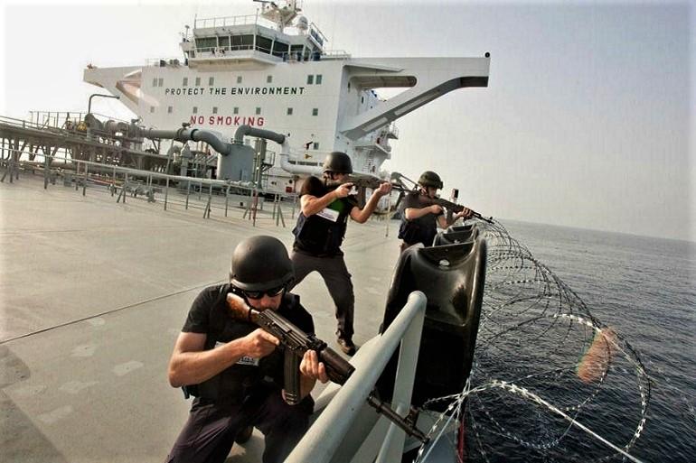O Decreto-Lei 159-2019, aprovou o regime jurídico do exercício da atividade de segurança armada a bordo de navios, contudo ainda faltar sair a regulamentação.