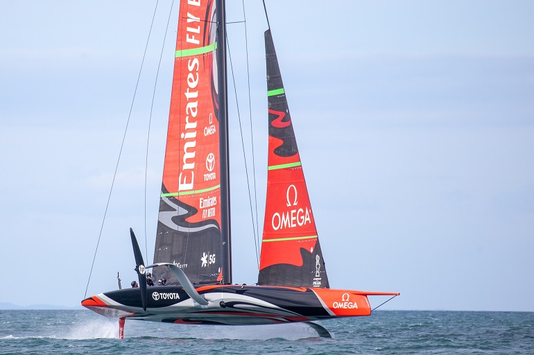 O AC75 TE AIHE da equipa neozelandesa EMIRATES TEAM NEW ZEALAND (imagem emirates-team-new-zealand.americascup.com)