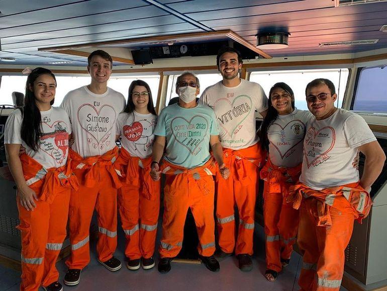 Membros da tripulação do NT NARA (Instagram navio nara)
