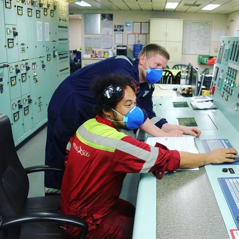 Sala de controlo de máquinas num navio da MAERSK (Instagram_maersk_official)