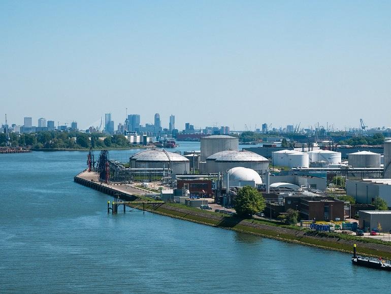 Terminal de graneis líquidos de Roterdão (Imagem de Valerii Iavtushenko)