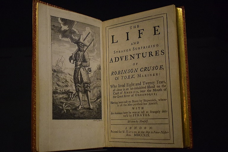 The Life and Strange Surprizing Adventures of Robinson Crusoe, de Daniel Defoe, Londres, 1719, edição original exposta na Fundação Fondation Martin Bodmer. (imagem Deniev Dagun via Wikimedia Commons)