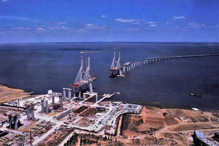 Vista aérea de 1997, da construção da Ponte Vasco da Gama, uma das grandes obras ligadas à EXPO 98 (imagem Lusoponte)