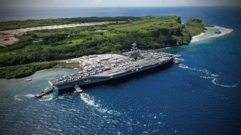 USS THEODORE ROOSEVELT (CVN71) chega à base naval de Guam (imagem USNavy Anthony J. Rivera)