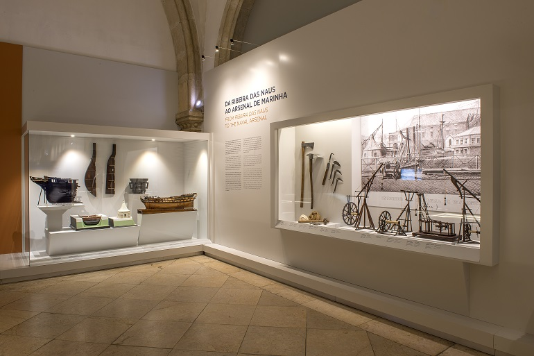 Da Ribeira das Naus ao Arsenal de Marinha, esta nova exposição incluida na Sala dos Grandes Veleiros, retrata a evolução da indústria de construção naval em Lisboa, nos séculos 18 e 19 (imagem MM)
