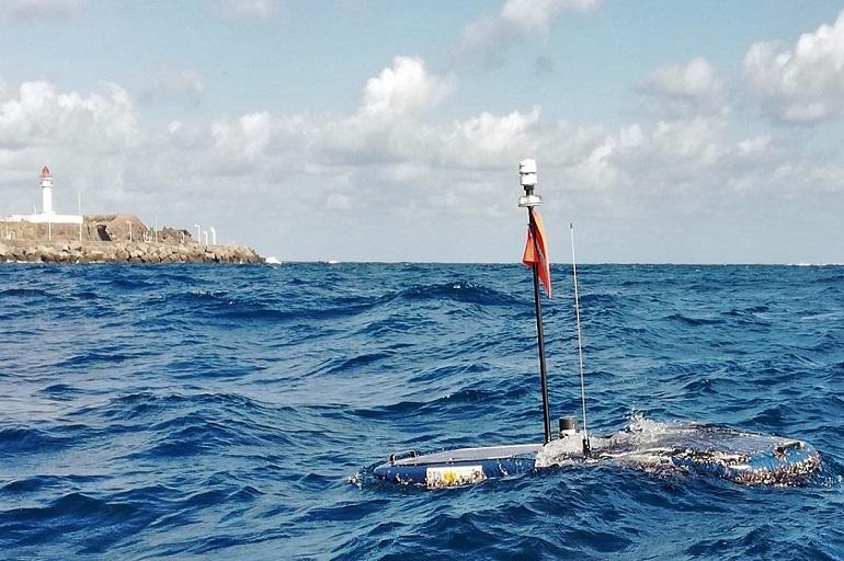 Imagem do WaveGlider durante a sua recuperação no passado 9 de Janeiro de 2020 a frente da costa de Gran Canaria. (imagem PLOCAN)